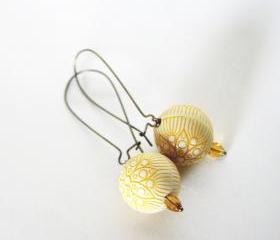 mustard flowers earrings - wedding bridesmaid - cream yellow antique bronze